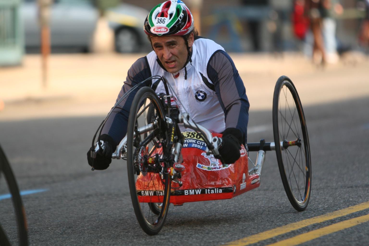"Alex Zanardi al via della ""Firenze Marathon 2011"""