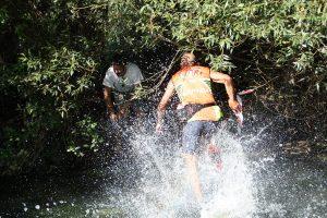 Cuttaia guada il fiume