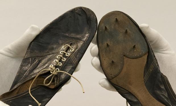 Le scarpe chiodate da 364 mila euro