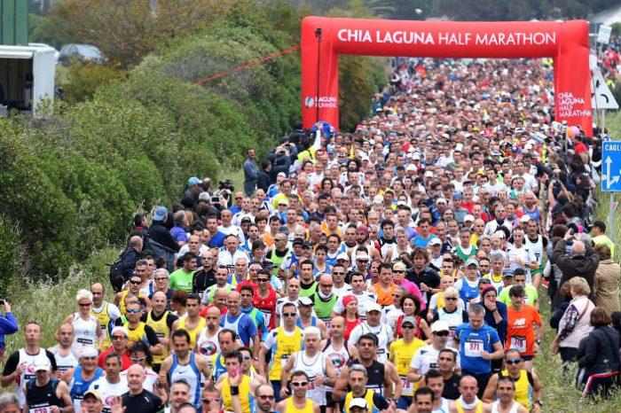 Komen si impone alla Chia Laguna Half Marathon