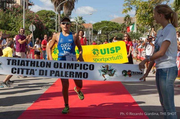 Triathlon Olimpico di Palermo: braccia al cielo per Cuccì e Pace