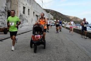 Andrea Faiola con bambina a Lipari