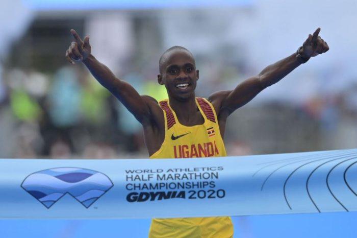 """L'ugandese Jacob Kiplimo campione del mondo di """"mezza"""""""